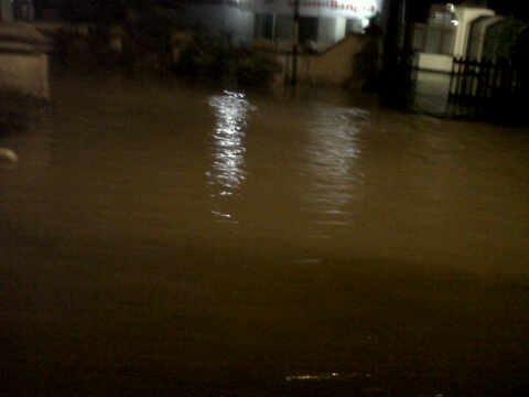 banjir disekitar tugu ganesha