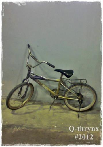 sepeda terparkir