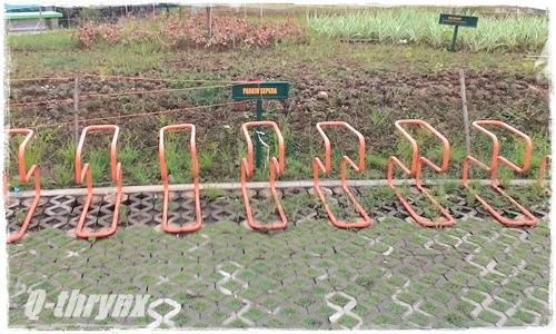 tempat parkir sepeda